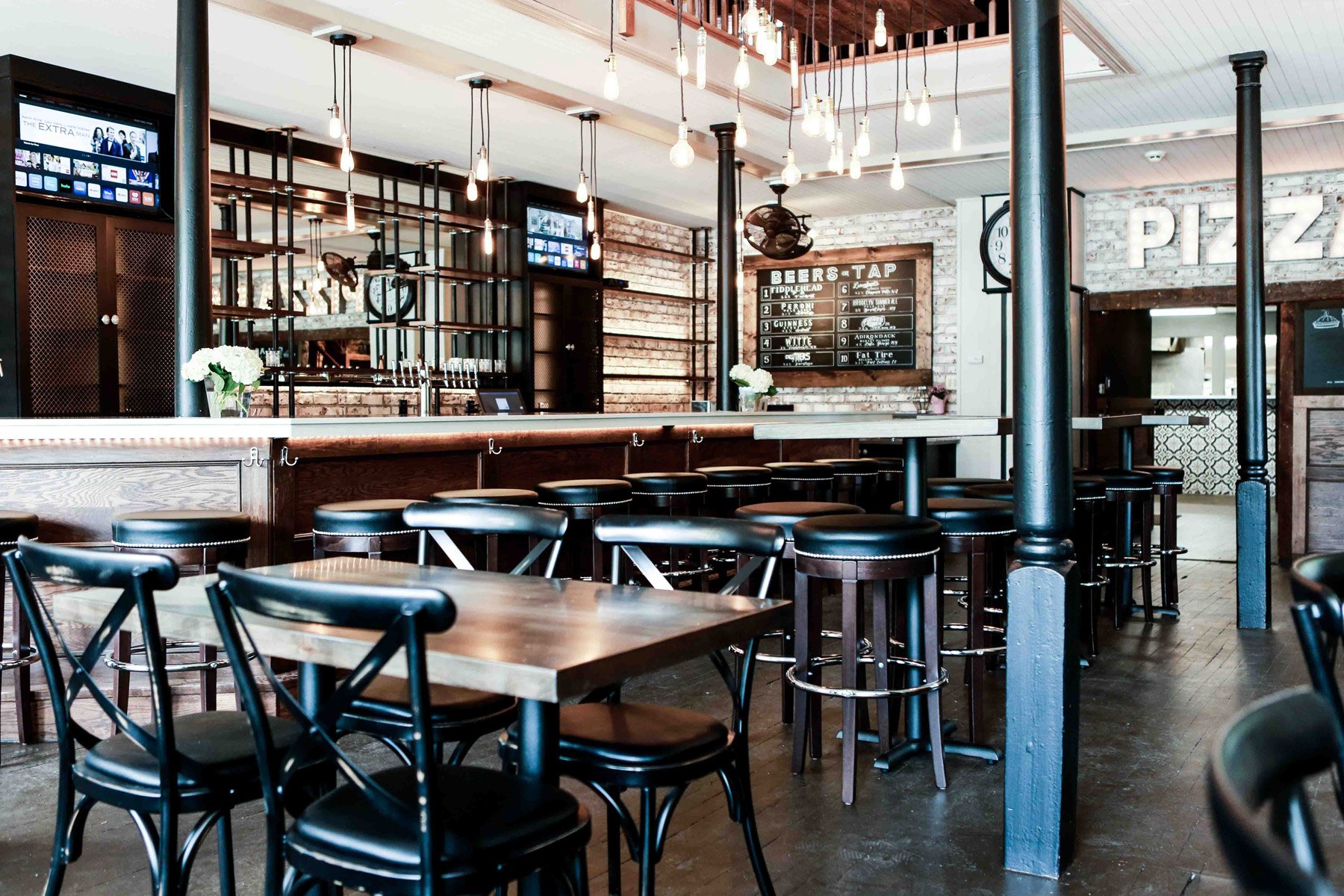 Pizza Place Near Me - Classic Crust dining room and bar